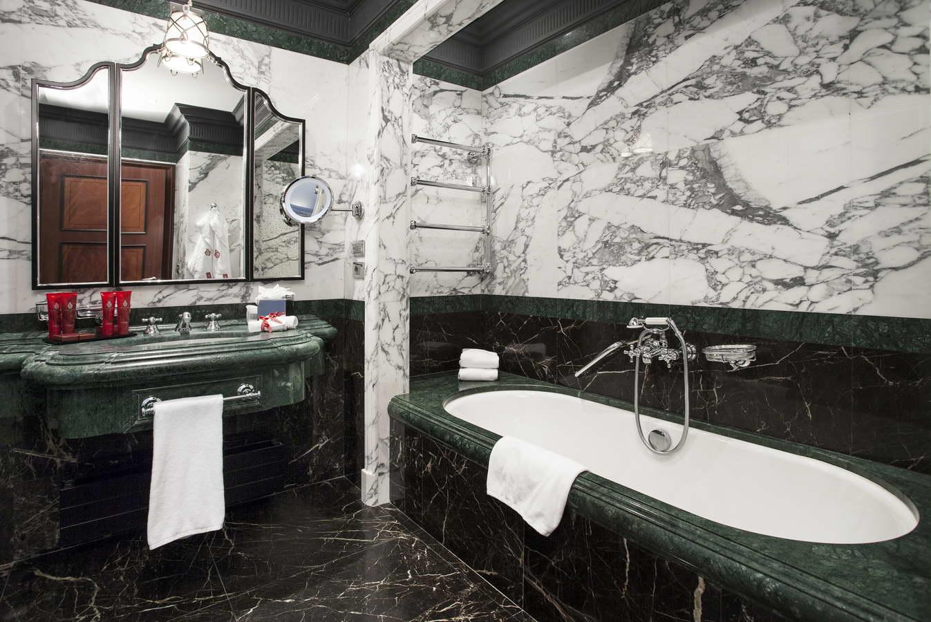 rivestimento in marmo Arabescato Cervaiole, Verde Indiano, Noir Saint Laurent